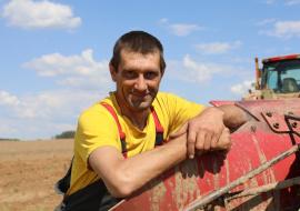 Один из лучших механизаторов СПФ «Агрострой»  Андрей Петруша